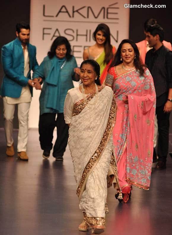 Asha Bhosle Hema Malini at Manish Malhotra LFW Summer-Resort 2013 show