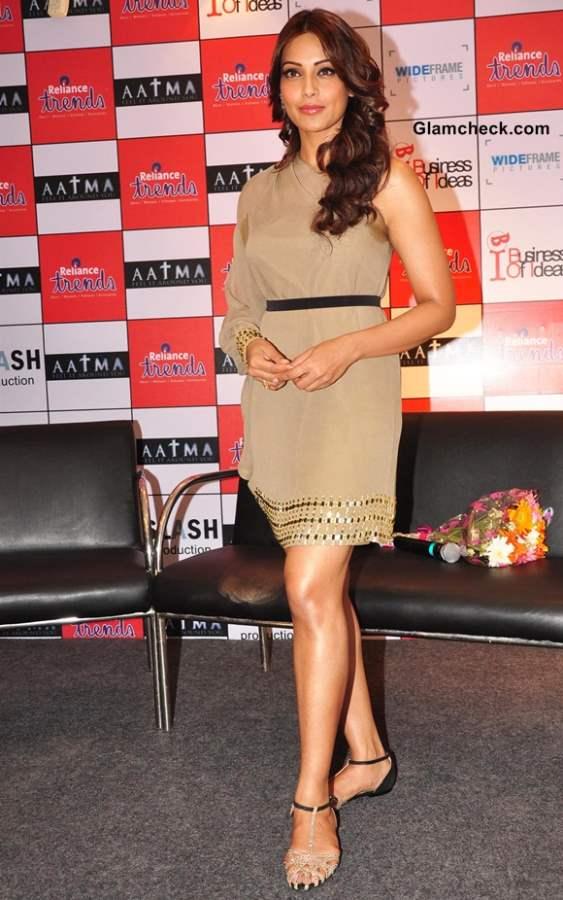 Bipasha Basu Promotes Aatma in nude Dress