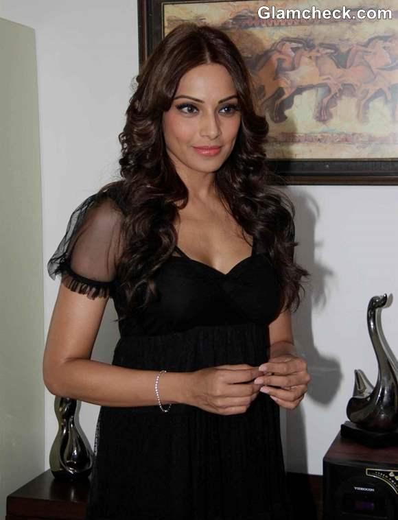Bipasha Basu in Aatma 2013