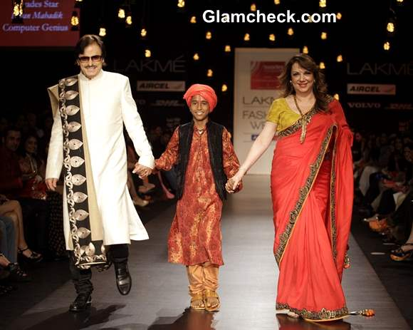 Sanjay Khan and his wife Zarine Vikram Phadnis at LFW Summer-Resort 2013