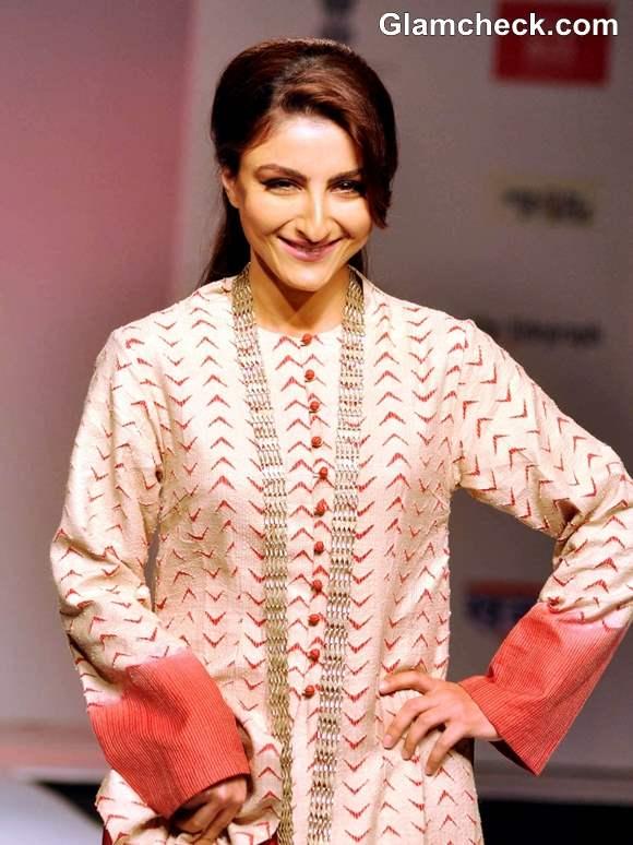 Soha Ali Khan Walks the Ramp for Sunita Shanker at North East Fest 2013