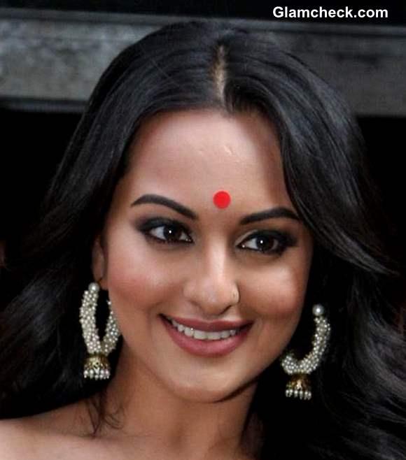 Sonakshi Sinha Bollywood look at Lootera Trailer Launch