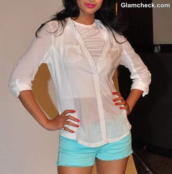 Sonal Chauhan 2013 cool Summer Look