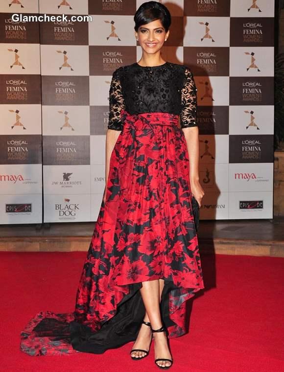 Sonam Kapoor Outfit at LOreal Paris Femina Women Awards 2013