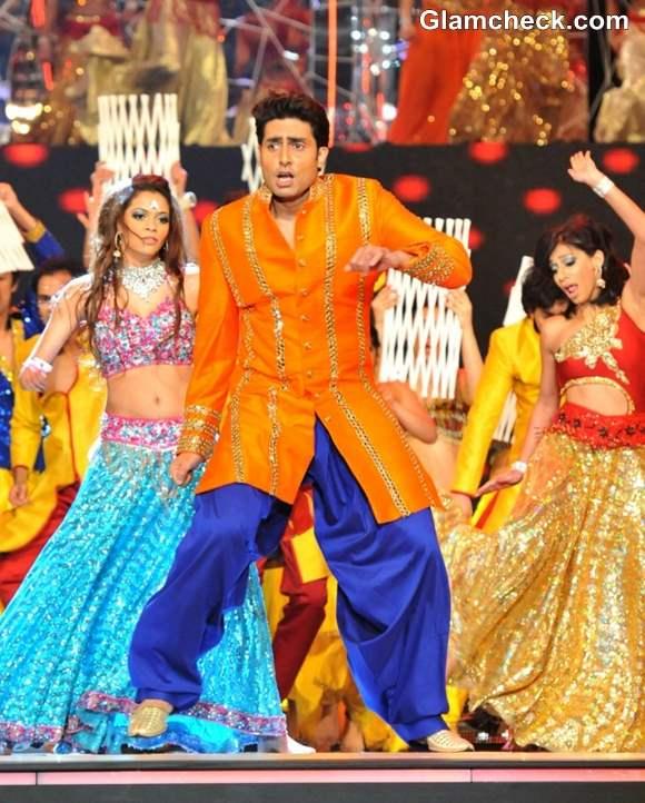 Abhishek Bachchan Performs at TOI Film Awards 2013