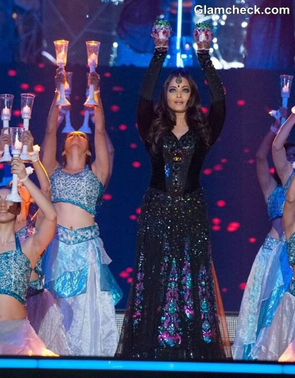 Aishwarya Rai Bachchan Performs at TOI Film Awards 2013