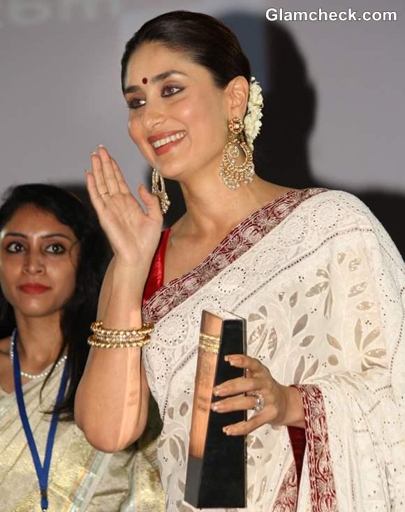 Kareena Kapoor receives NDTV Indian of the Year 2012 award