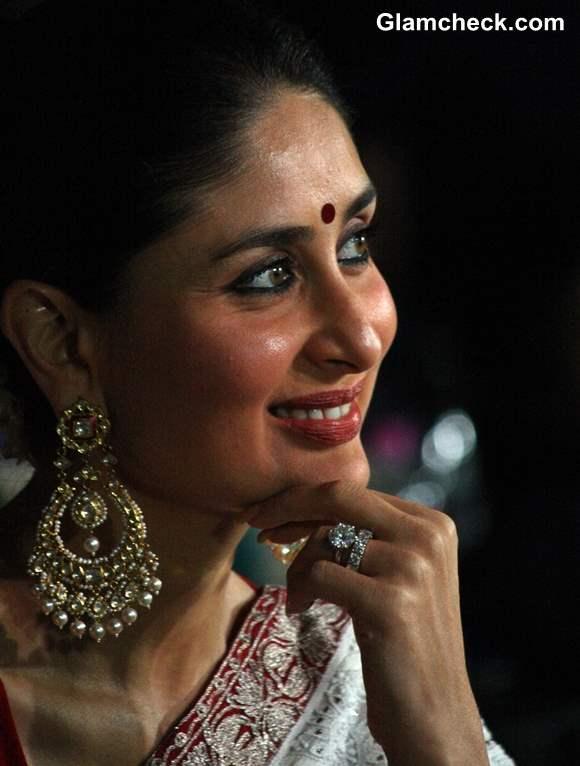 Kareena Kapoor traditional 2013 at NDTV Indian of the Year 2012