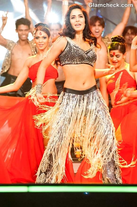 Katrina Kaif Performs at TOI Film Awards 2013