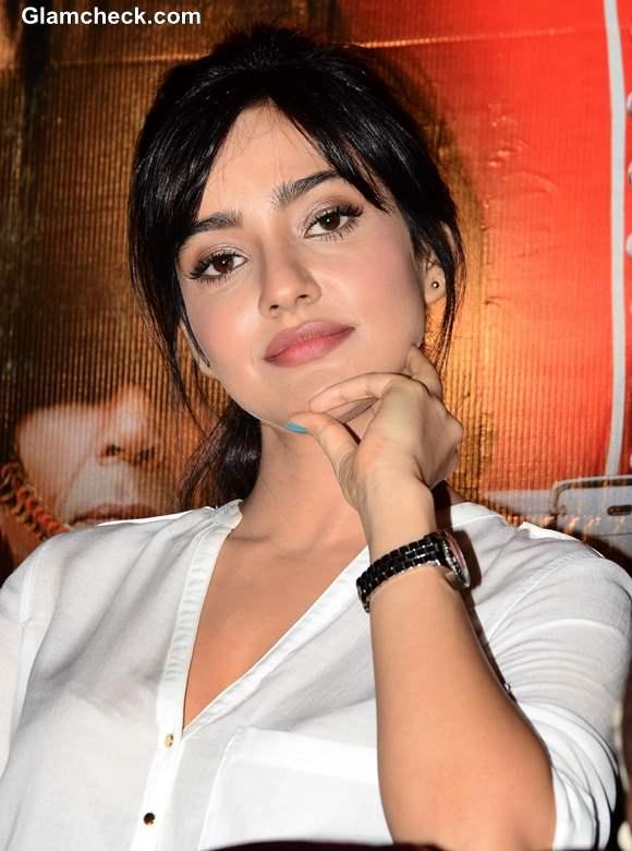 Neha Sharma Yamla Pagla Deewana 2