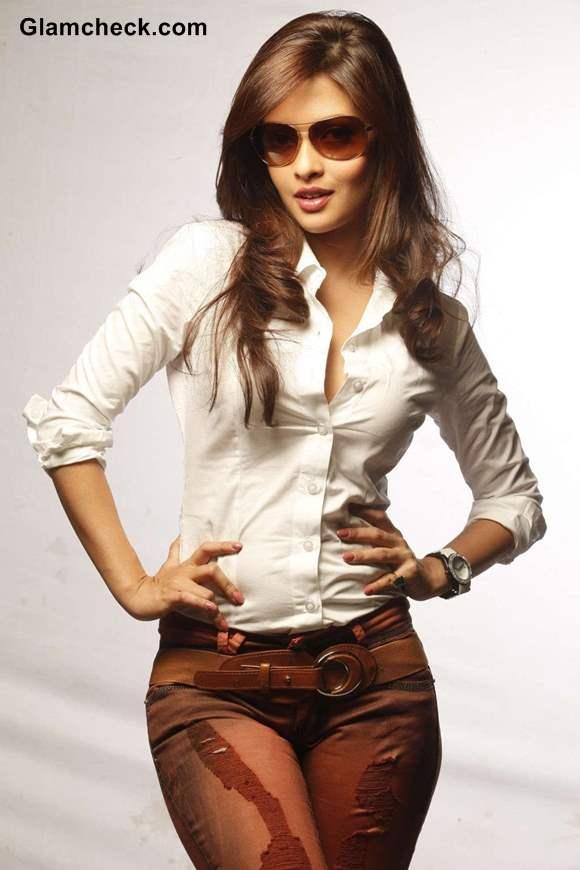 Riya Sen 2013 movie Zindagi 50-50