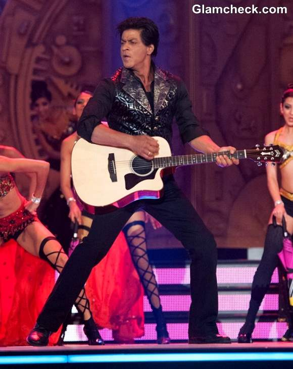 Shah Rukh Khan Performs at TOI Film Awards 2013 Inaugural Ceremony