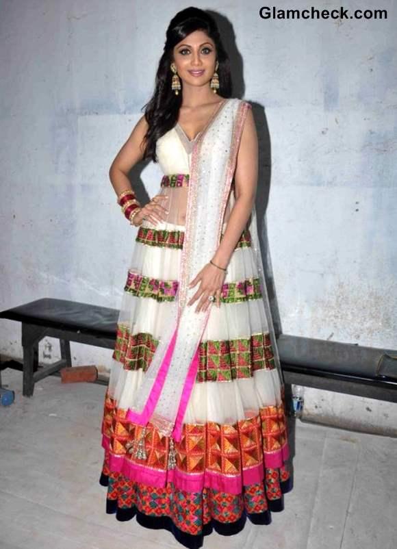 Shilpa Shetty Goes Traditional at Nach Baliye Finale Shoot