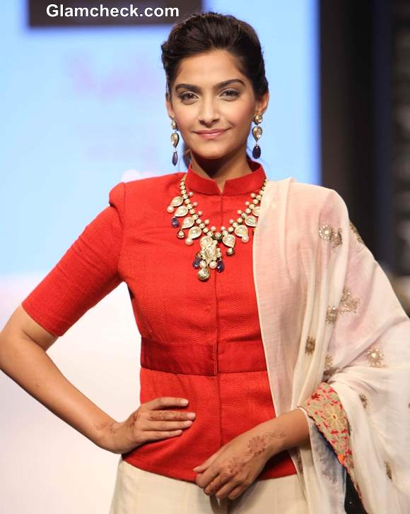 Sonam Kapoor IIJW 2013 New Delhi