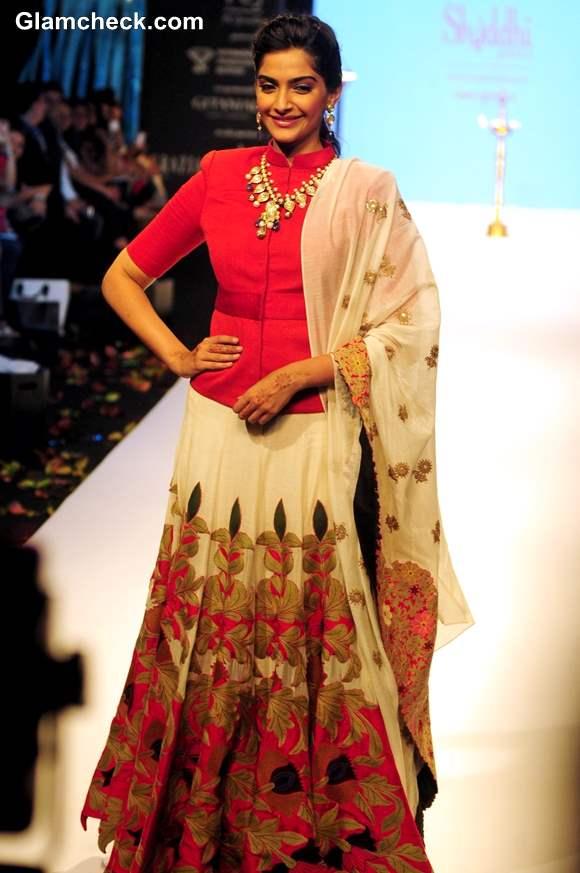 Sonam Kapoor IIJW 2013