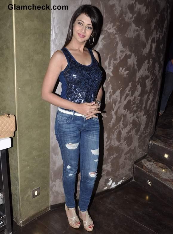 Preeti Jhanginai wears ripped denims at Kash Tum Hote Promo Event