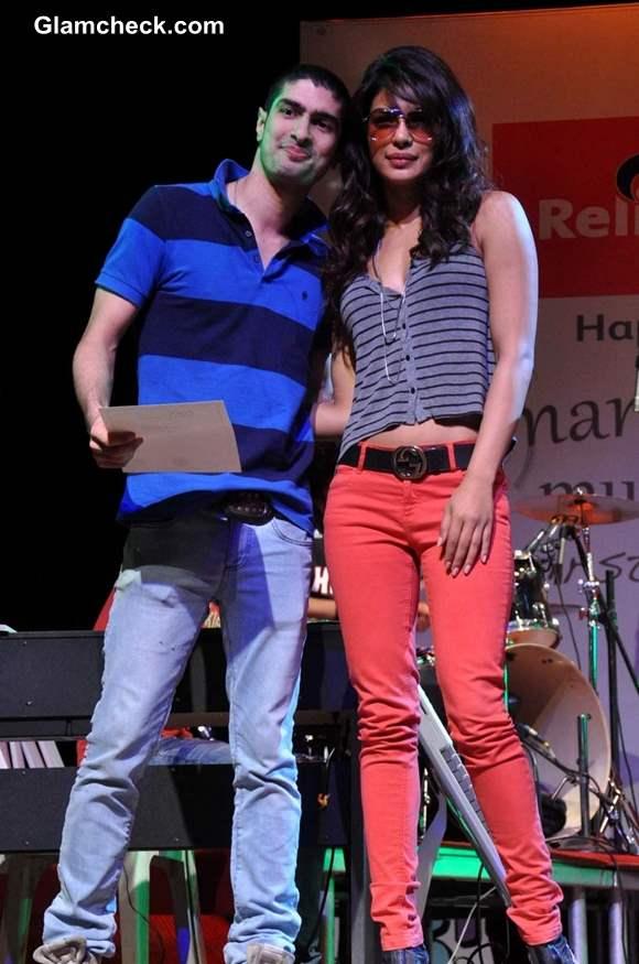 Priyanka Chopra hot in Colored Denims