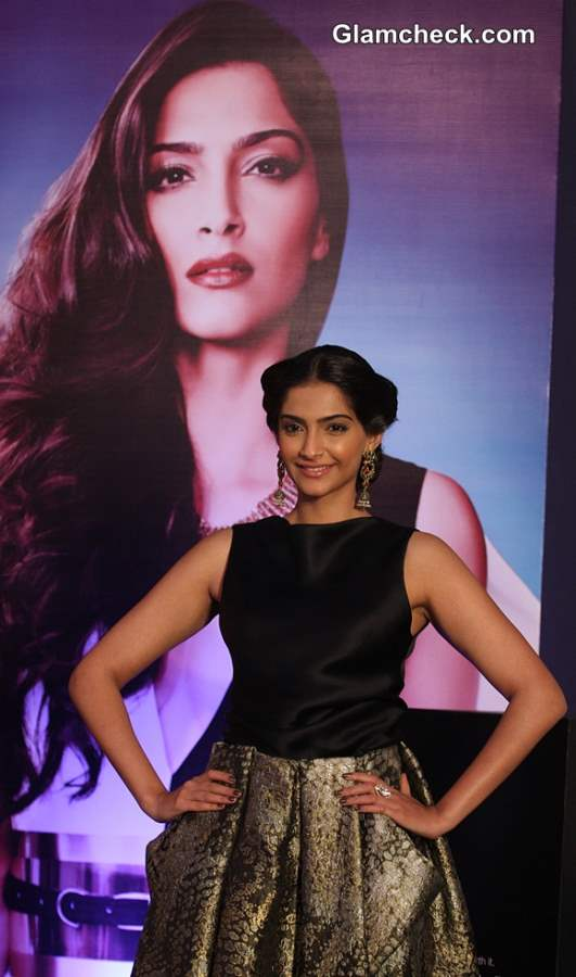 Sonam Kapoor 2013 LOr Sunset Cannes Collection Launch