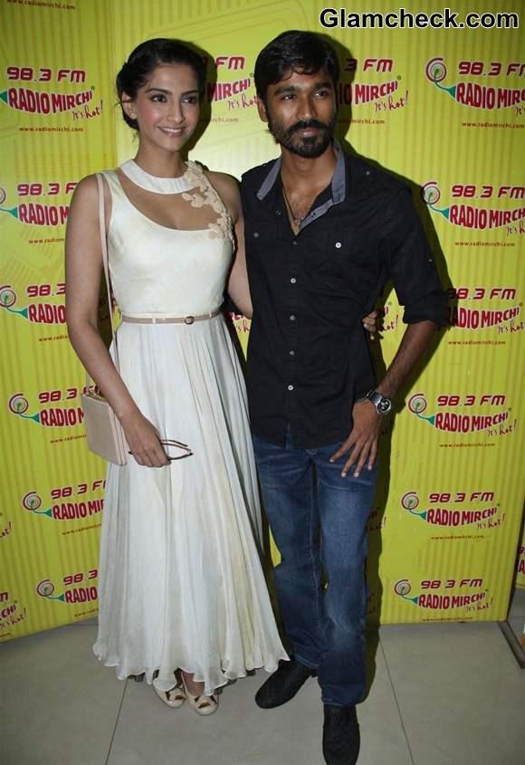 Sonam Kapoor Dhanush Promote Raanjhanaa Ka Lallan Radio Mirchi