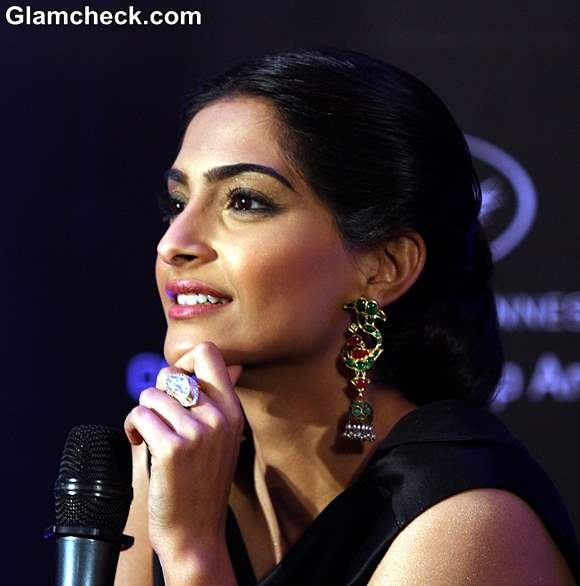 Sonam Kapoor at LOr Sunset Cannes Collection Launch 2013 (3)