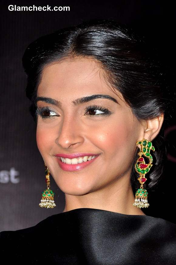 Sonam Kapoor look at LOr Sunset Cannes Collection Launch 2013
