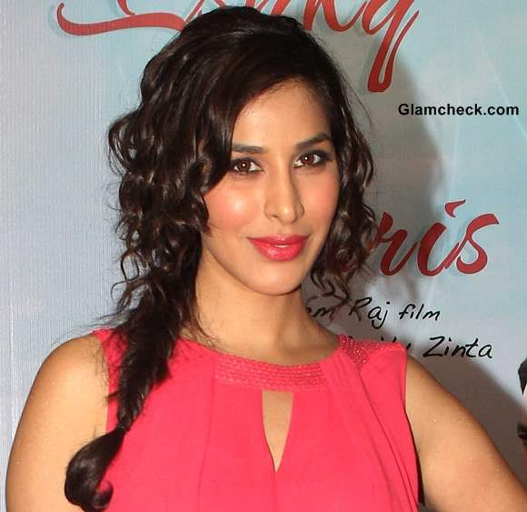 Sophie Chaudhary Hairstyle 2013 Ishkq in Paris Promotions