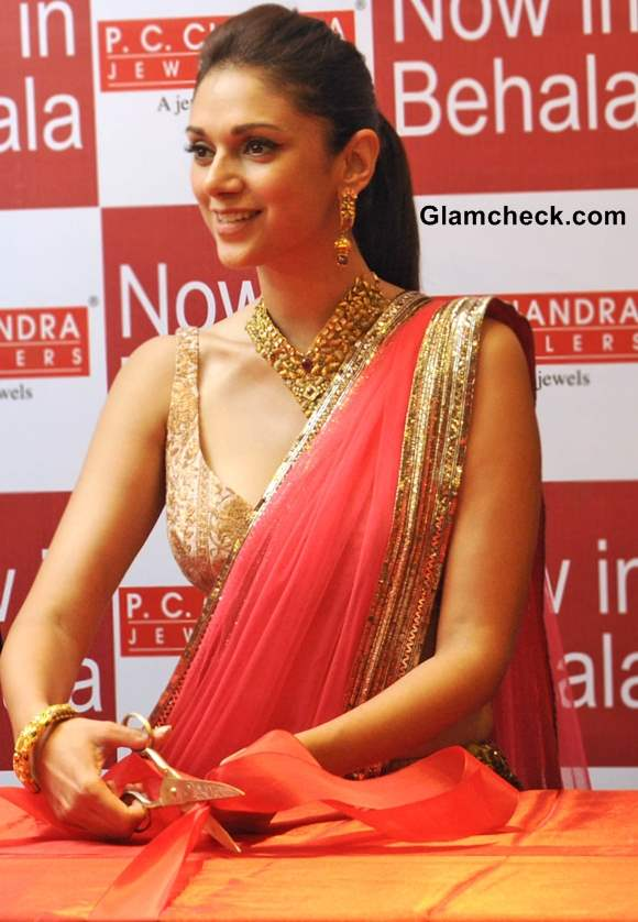 Aditi Rao Hydari Sports Manish Malhotra at Jewellery Showroom Launch