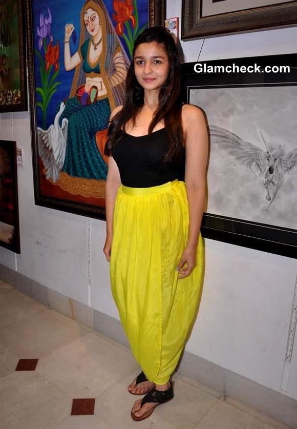 Alia Bhatt in black and yellow 2013