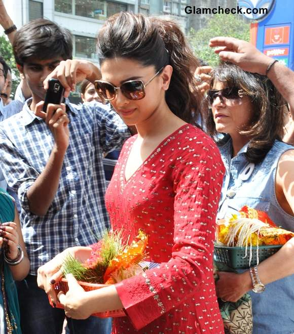 Deepika Padukone Sports Messy Ponytail to Temple Visit
