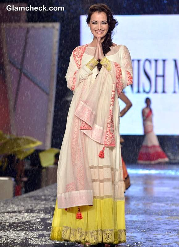 Dia Mirza at 8th Annual Caring at a Style Fashion Show