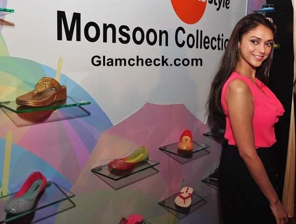 Aditi Rao Hydari Bata India Monsoon 2013 Collection