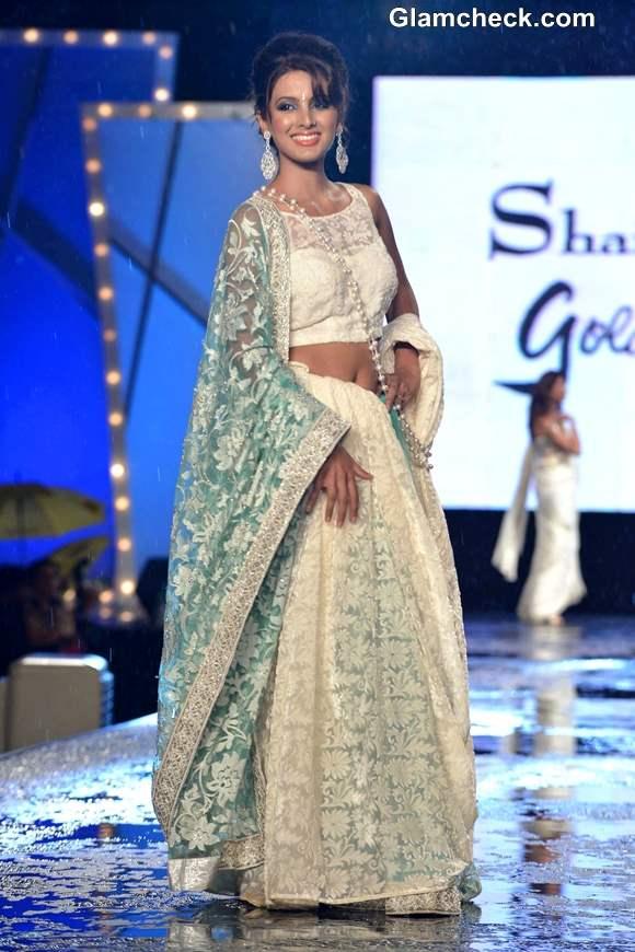 Geeta Basra at 8th Annual Caring at a Style Fashion Show