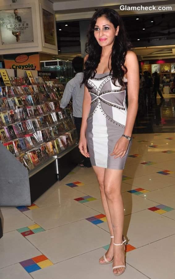Pooja Chopra Debut Movie 2013 Commando