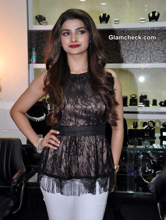 Prachi Desai 2013 at 10 Jewel Store Launch