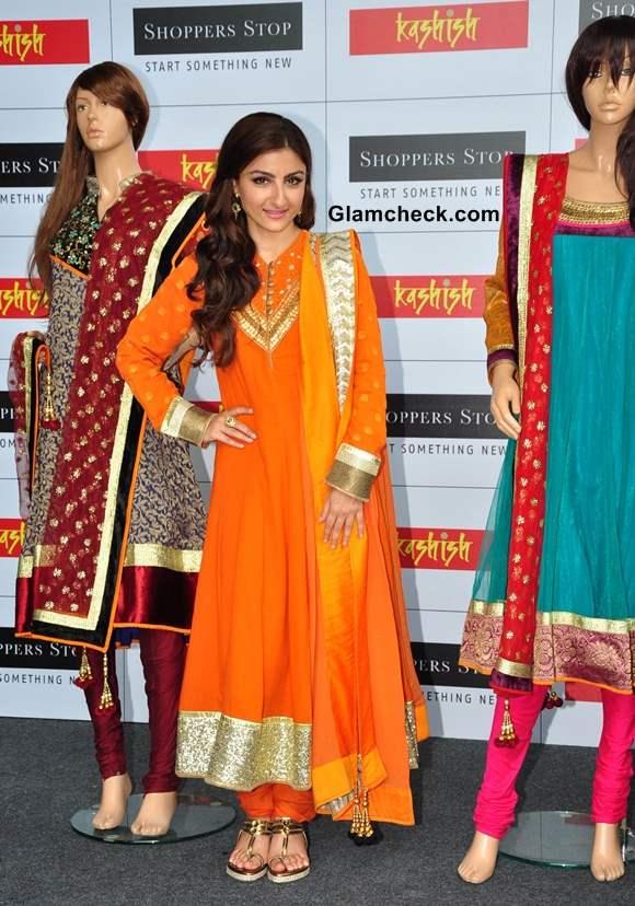 Soha Ali Khan Shoppers Stop showroom 2013