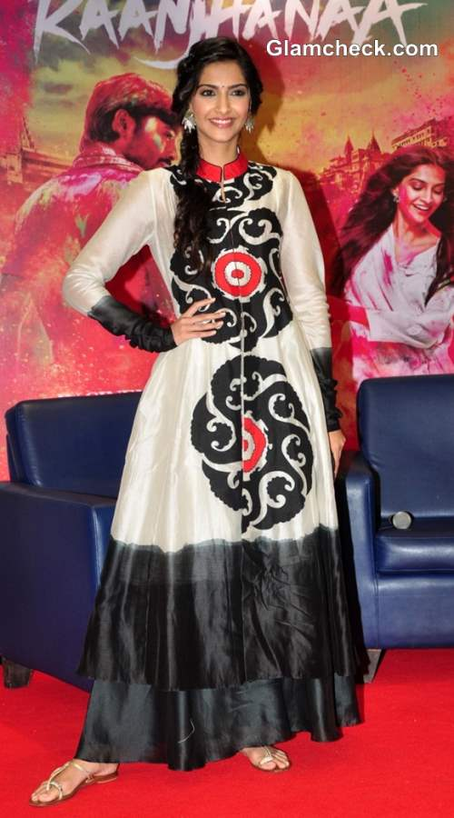 Sonam Kapoor Anarkali suit at Raanjhanaa Mumbai Press Meet