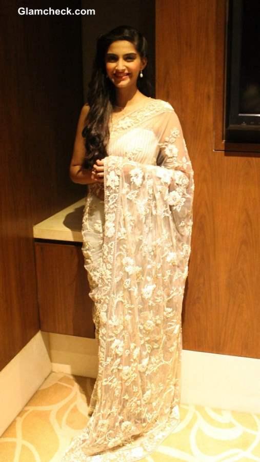 Sonam Kapoor White Lace Sari 2013 Raanjhanaa Press Meet