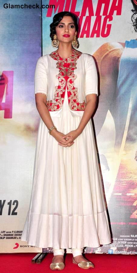 Sonam Kapoor at the launch of Theatrical Trailer Music of Bhaag Milkha Bhaag