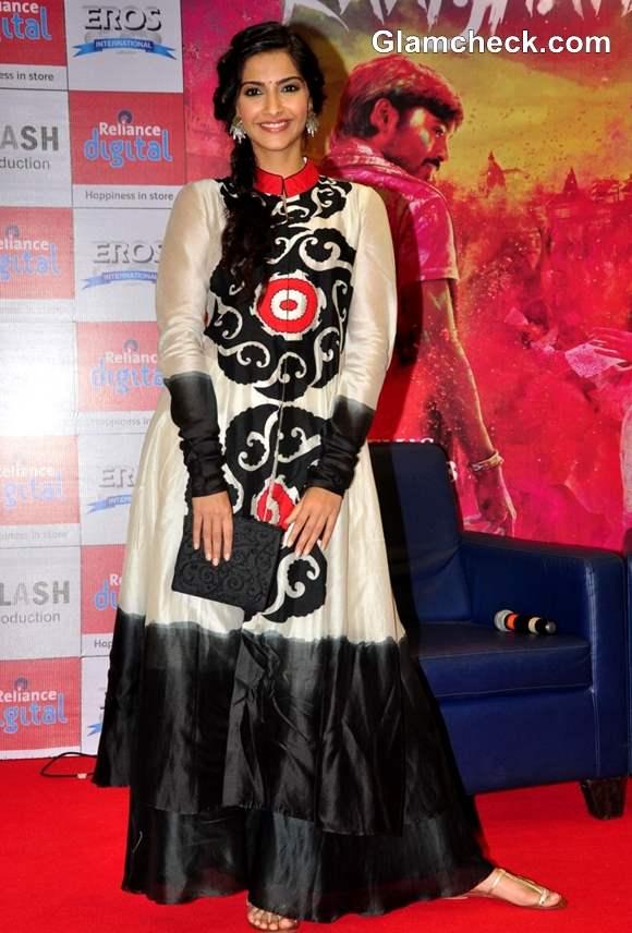 Sonam Kapoor in Anarkali suit at Raanjhanaa Mumbai Press Meet