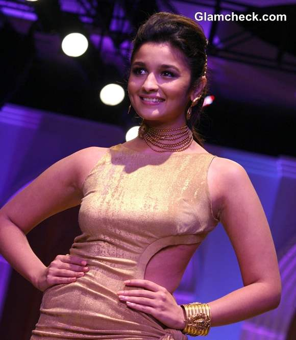 Alia Bhatt showstopper The Azva Show India Bridal Fashion Week 2013