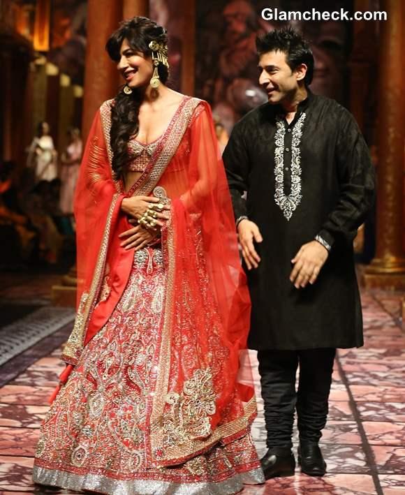 Chitrangada Singh Suneet Varma at India Bridal Fashion Week 2013