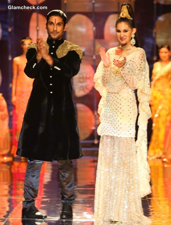 India Bridal Fashion Week Prateek Babar Amyra as the showstoppers for Rina Dhaka Collection