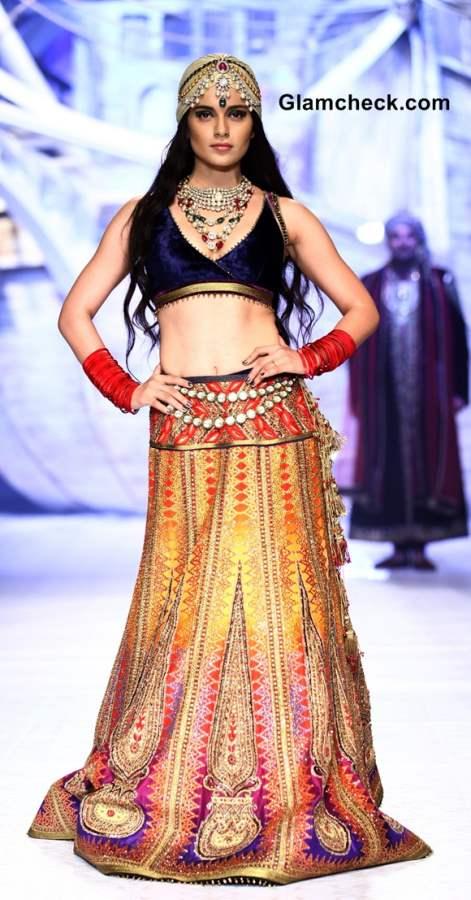 Kangana Ranaut India Bridal Fashion week 2013 JJ Valaya showstopper