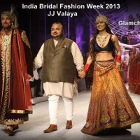 Kangana Ranaut Kabir Bedi walked the ramp for designer JJ Valaya India Bridal Fashion week 2013