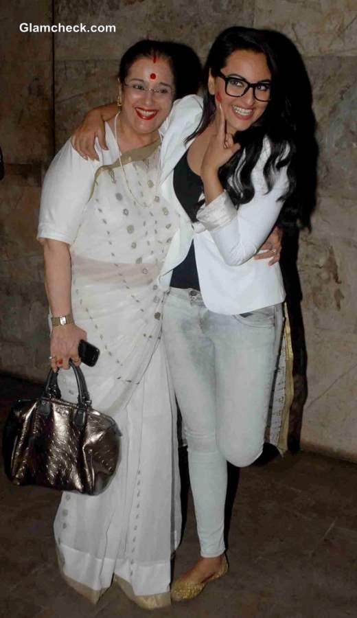Poonam Sinha Accompanies Daughter Sonakshi to Lootera Special Screening