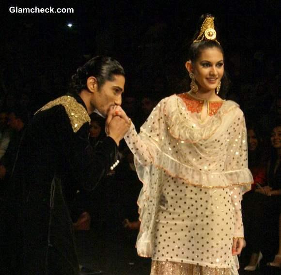 Prateek Babar Amyra India Bridal Fashion Week   Rina Dhaka