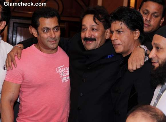 Shahrukh Salman Embrace at Iftar Party become friends