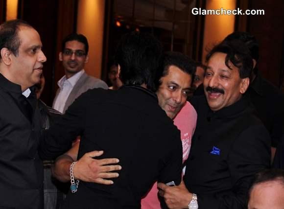 Shahrukh Salman Embrace at Iftar Party