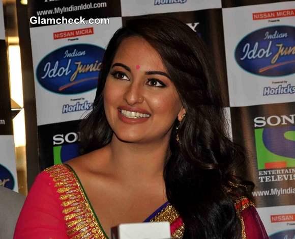 Sonakshi Sinha 2013 Promotes Lootera on Indian Idol Jr