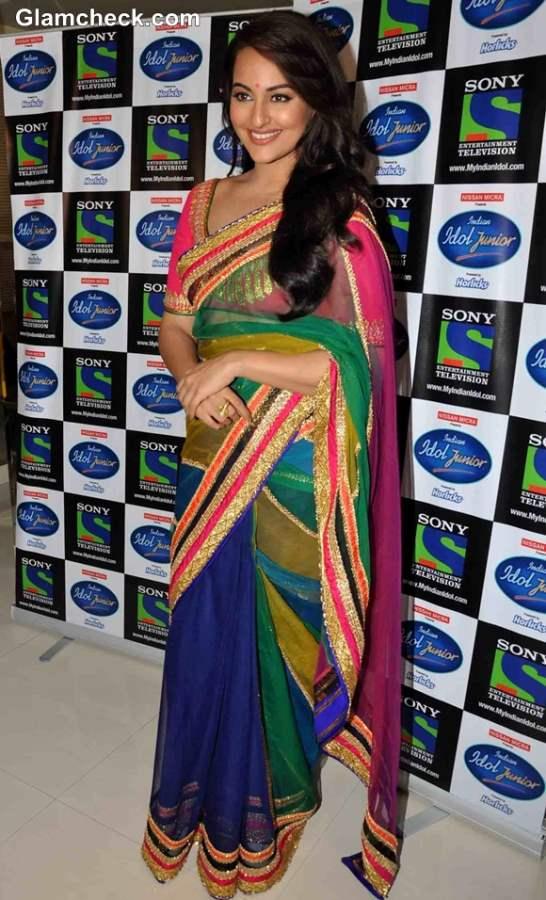 Sonakshi Sinha Promotes Lootera on Indian Idol Jr